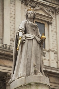 "Statue of Anne in front of St Paul's Cathedral, London. A High Tory political opponent wrote that ""it was fitting she was depicted with her rump to the church, gazing longingly into a wineshop"".[201]"