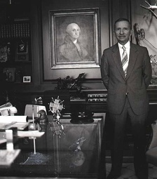 Perot with a portrait of George Washington in his office in 1986