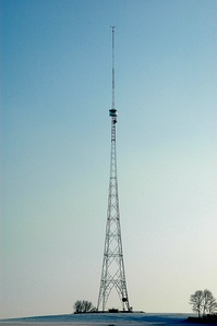 Typical 200 foot (61 m) triangular guyed lattice mast of an AM radio station in Mount Vernon, Washington, US