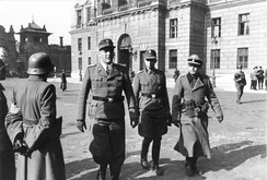Otto Skorzeny (left) and the former Brandenburger Adrian von Fölkersam (middle), 1944.