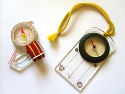 Thumb compass and protractor compass