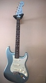 "Modern ""American Vintage Reissue 1962"" Stratocaster with atypical headstock finish"