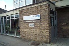GPs in the United Kingdom may operate in community health centres.
