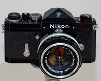 Nikon F with an interchangeable roof pentaprism — the first system camera with a roof pentaprism.
