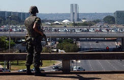 Soldier of the Brazilian Army patrols the surroundings of the Summit of Heads of State of Unasur in 2008, held in Brasilia.