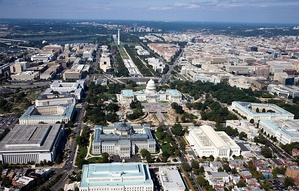 2007 aerial view of Capitol Hill and the National Mall, facing west