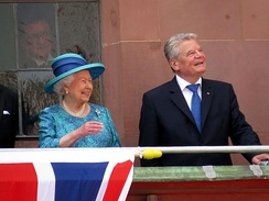 Gauck with Queen Elizabeth II at Römer, Frankfurt, during the 2015 royal visit to Germany.