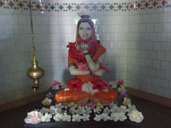 An idol of Akka Mahadevi holding Ishta Linga in her left hand