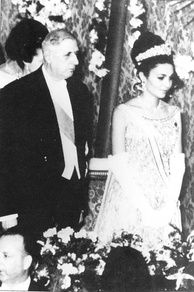 Iranian Empress Farah Pahlavi meeting with Charles de Gaulle in France, 1961
