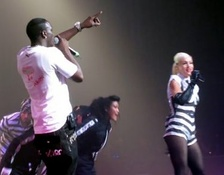 Akon performing with Gwen Stefani on The Sweet Escape Tour