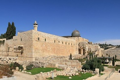 The retaining wall of the Temple Mount, described in this tractate, is still visible today, including the Western Wall; the southwest corner with the remains of Robinson's Arch shown here.[3]