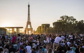 Праздничные гулянья 14 июля 2015 года на Марсовом поле в Париже