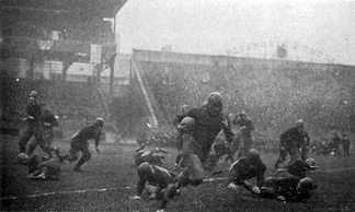 Tom Davies runs against undefeated and unscored upon Georgia Tech in the 1918 game at Forbes Field.