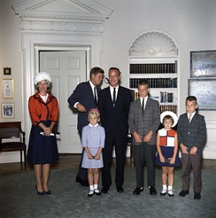 Carpenter and his family visit the White House. Left to right: Rene, President John F. Kennedy, Kristen, Carpenter, Scott, Candace and Jay.