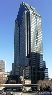 1000 de La Gauchetière, with ornamented and strongly defined top, middle and bottom. Contrast with the modernist Seagram Building and Torre Picasso.