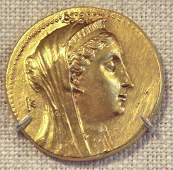 Gold coin with visage of Arsinoe II wearing divine diadem