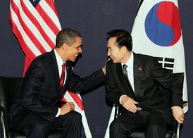 U.S. President Barack Obama meeting with President Lee Myung-bak at the G20 summit on April 2, 2009 in London.