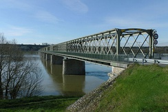 First act of resistance of World War II in France, the night of 18 June 1940, The Cadets de Saumur (cadets de Saumur) blow up the bridges at Montsoreau, Saumur and Gennes.