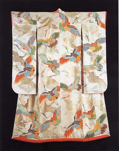 An Uchikake (formal over-kimono) depicting cranes, from the Khalili Collection of Kimono