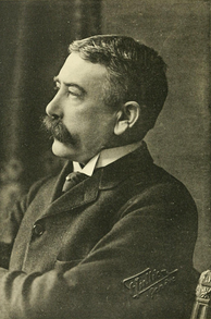 Ferdinand de Saussure developed the structuralist approach to studying language.