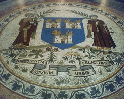 Mosaic of the coat of arms of Dublin on the floor of City Hall.