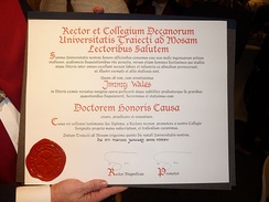 The honoris causa doctorate received by Jimmy Wales from the University of Maastricht (2015)