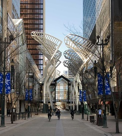 Featuring a mix of boutiques and high-end retailers, Stephen Avenue is a major pedestrian mall and tourist attraction in Calgary.