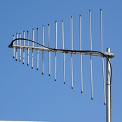 Log-periodic dipole array covering 140-470 MHz