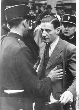Arrest of a Jewish man by the French police in Paris, during the roundup of 20 August 1941