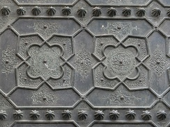 Detail of the Almoravid-era bronze overlays on the doors of al-Qarawiyiin's Bab al-Gna'iz.[38]