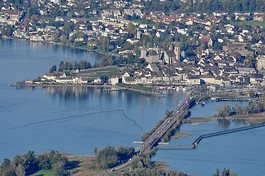 Rapperswil as seen from Etzel mountain: Capuchin monastery to the left, Rapperswil castle and St. John's church in the background, Lake Zürich harbour and Altstadt in the foreground respectively Seedamm, wooden bridge and upper Lake Zürich to the right (October 2010)