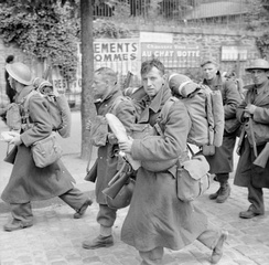 Troops on their way to the port at Brest during the evacuation from France, June 1940.
