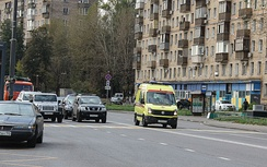 An ambulance on an oncoming lane in Moscow