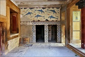 Queen's Megaron from the Palace of Knossos, with the Dolphin fresco. A commons characteristic of Minoan palaces were frescos