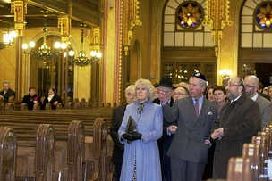 Camilla, Duchess of Cornwall, Prince Charles and Chief Rabbi Róbert Frölich in the Dohány Street Synagogue, the largest synagogue in Europe