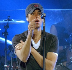 Enrique Iglesias performing on 29 November 2007