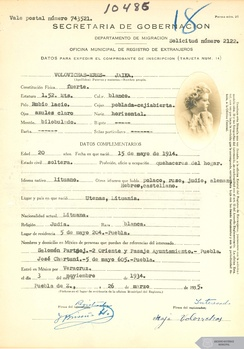 Immigrant registration form of a Jewish Lithuanian woman that emigrated to Mexico in 1934.