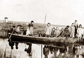The Yup'ik at Moravian Mission Station, Bethel on the Kuskokwim River in the year 1900[86]