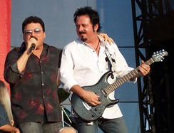 Kimball and Lukather live in 2007
