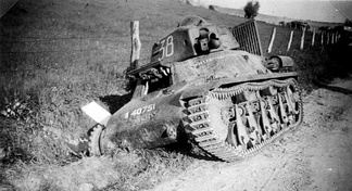 An abandoned Hotchkiss H39 in 1940