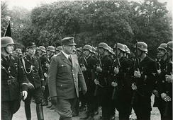 Vidkun Quisling inspects the Germanske SS Norge on the Palace Square in Oslo