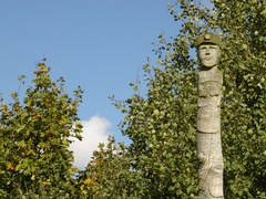 Miner's Head Totem Pole - Detail - geograph.org.uk - 994755.jpg