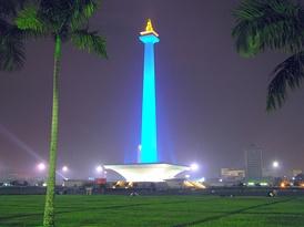 Национальный монумент на центральной площади Джакарты Медан Мердека.