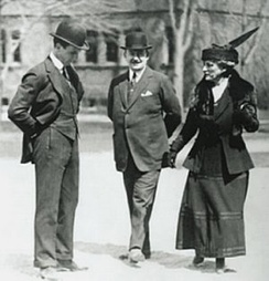 Eleanor Widener, son George (l), and archi­tect Horace Trum­bauer in Harvard Yard, c. 1912