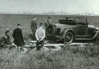 A Ford being used to power a winch for towing gliders at Schiphol in 1933