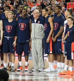 Boeheim with his team at the 2013 NCAA Tournament