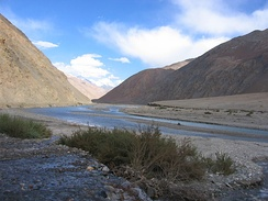 The Karakash River (Black Jade River) which flows north from its source near the town of Sumde in Aksai Chin, to cross the Kunlun Mountains.