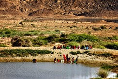 Sindhi women collecting water from a reservoir on the way to Mubarak Village