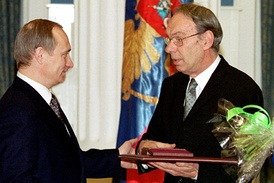 The awards ceremony of the President in the field of literature and art, Vladimir Putin and Aleksey Batalov, 1 March 2000.