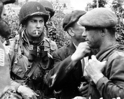 Francs-tireurs and Allied paratroopers reporting on the situation during the Battle of Normandy in 1944.